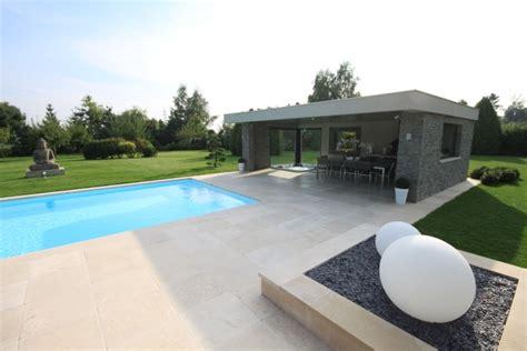 installation d une cuisine le pool house l 39 espace à vivre autour de la piscine lm