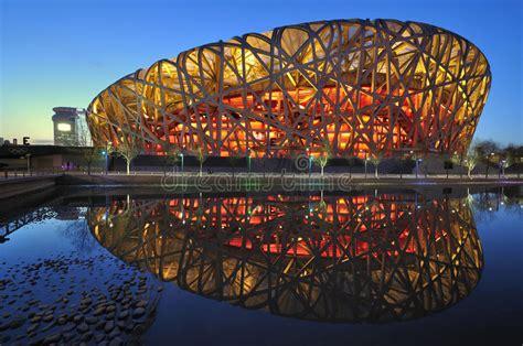 Si chiama national stadium o bird's nest (nido d'uccello) ed è stato l'impianto più rappresentativo delle olimpiadi di pechino 2008, che ha ospitato le cerimonie di apertura e chiusura. Scene Nazionali Di Notte Dello Stadio Di Pechino Cina ...