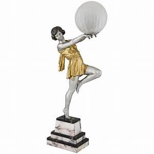 Lampe Art Deco : lampe art deco femme avec ballon vendu art nouveau art deco antiques design tab deconamic ~ Teatrodelosmanantiales.com Idées de Décoration