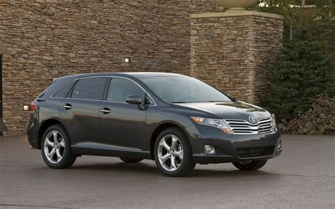 toyota venza receives  trim level strategy
