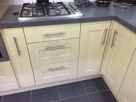 Kitchen Door Handles Essex by Maple Contempory Shaker Style Kitchen Cupboard Doors And