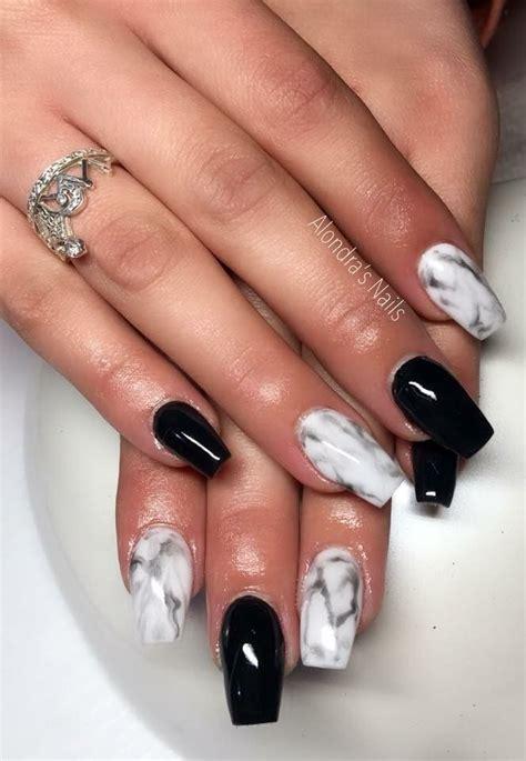 Uñas con piedras estilo sinaloa. Efecto Marmol   Uñas negras con blanco, Uñas, Uñas ...