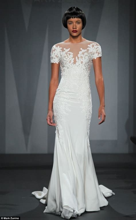jennifer anistons wedding dress  revealed