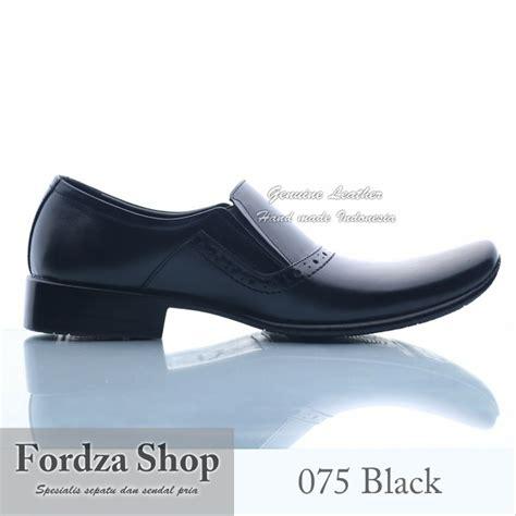 Sepatu Pria Safety Dp 075 jual sepatu pantofel pria sepatu kulit sepatu kerja lv