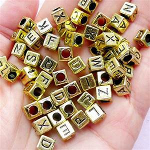 gold alphabet beads plastic letter bead in cube shape With gold letter beads for bracelets