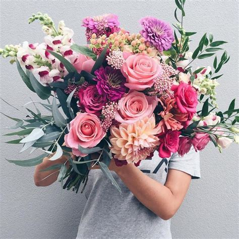 Gosh This Is A Crazy Beautiful Wedding Bouquet With Roses