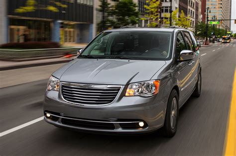 2014 CHRYSLER TOWN AND COUNTRY - Image #5