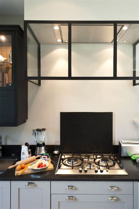 une royale en cuisine une cuisine sur mesure dans un petit espace ambiance