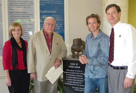 Seiler Family Dedicates Sculpture Of Uga Mascot