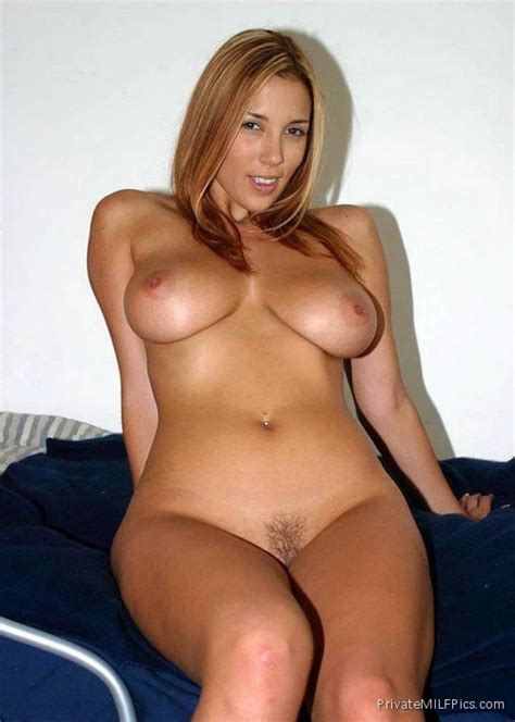 Curvy Mom Naked In Bed Private Milf Pics