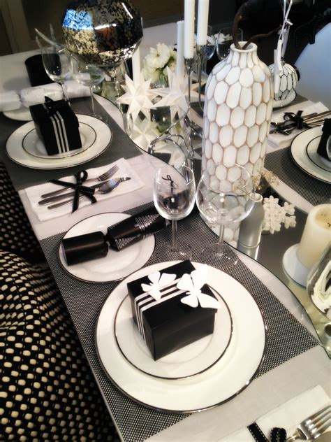 decorate  table  christmas black white