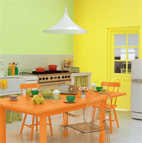 couleurs pour une cuisine associer la peinture orange dans salon cuisine et chambre