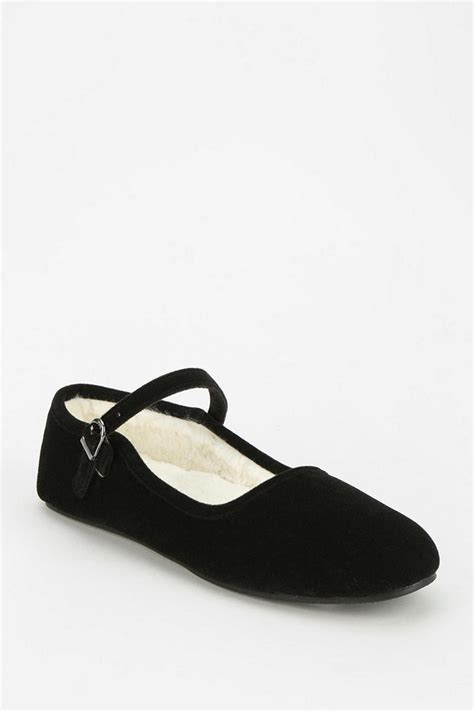 Lada Parentesi by Lyst Outfitters Velvet Slipper In Black