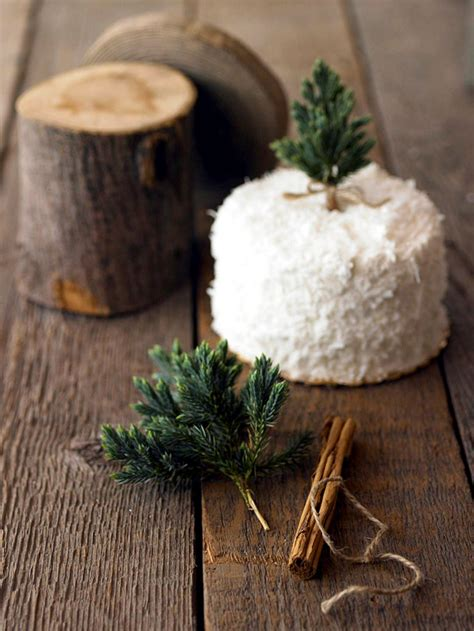 winter table decor    natural materials