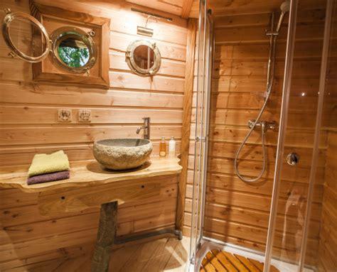 cabane dans les arbres avec salle de bain les cabanes du ch 234 ne rouvre gling cabane dans les arbres