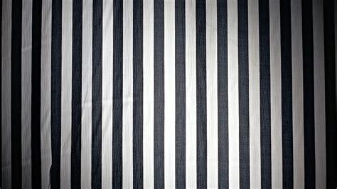 Tapisserie Noir Et Argent by Ides De Papier Peint Rayures Noir Et Blanc Galerie Dimages