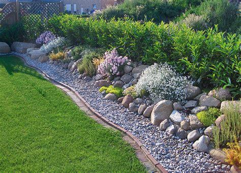 beete mit laub abdecken kiesgarten steingarten selbst de