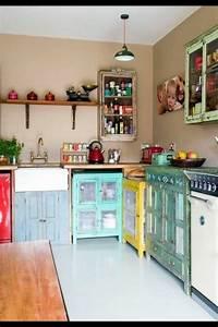 Küche Vintage Style : retro vintage k che mit k chenschr nken in verschiedenen farben k che haus deko dekor und ~ A.2002-acura-tl-radio.info Haus und Dekorationen
