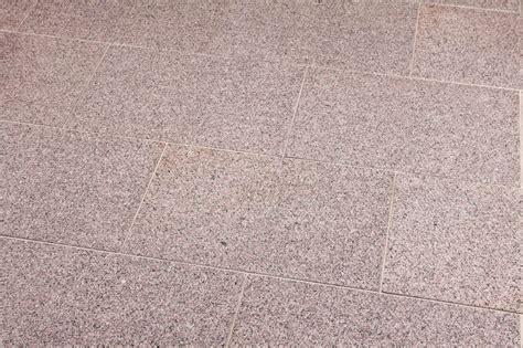 terrassenplatten granit günstig terrassenplatten granit rot satiniert naturstein baumaterial