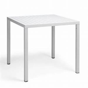 Table Carre Exterieur : cube pour bars et restaurants table en m tal plateau carr en r sine disponible en ~ Teatrodelosmanantiales.com Idées de Décoration