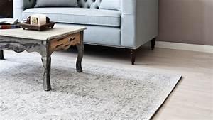 Teppich Selber Reinigen : teppich reinigen hausmittel tipps online bei westwing ~ Lizthompson.info Haus und Dekorationen
