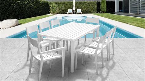table de jardin en plastique avec chaise