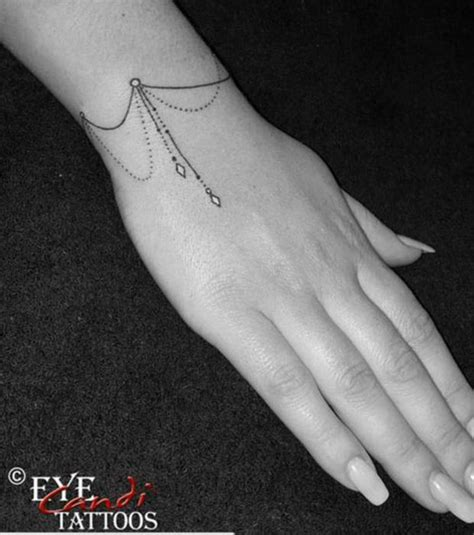 19 tatouages au poignet beaucoup plus jolis qu un bracelet tatoo and tatoos