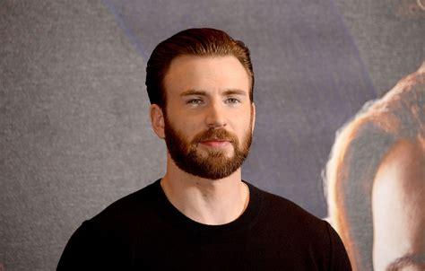 'Captain America', shared nude photos on Social Media ...