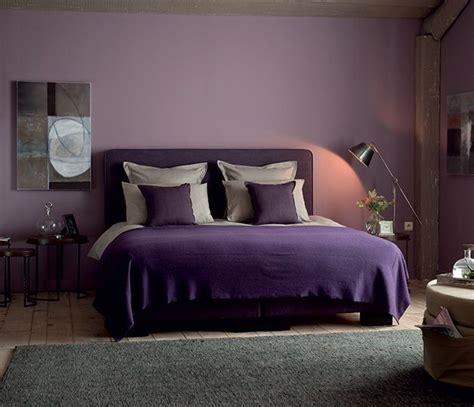 chambre adulte violet dans cette chambre d 39 adulte chic le violet se fait subtil
