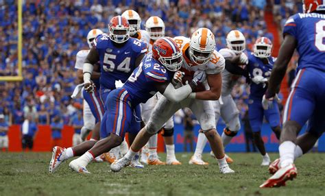Despite growing pains, young Gator defense showing ...