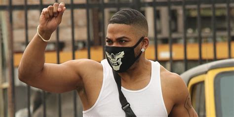 nelly muscles dancing stars shows arm