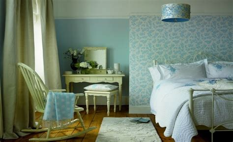 Tapete Blau Schlafzimmer by How To Achieve A Country Style Bedroom Thehomebarn Ie