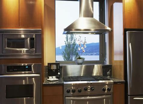 pictures of small kitchen designs 1000 images about modern kitchen with windows on 7486
