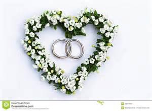 coeur de mariage coeur de fleur avec des boucles de mariage photos stock image 24079953