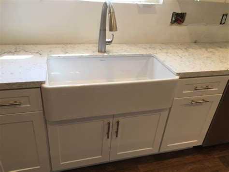 White Shaker Full Overlay Kitchen Cabinets With Quartz