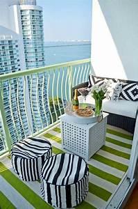 tapis dexterieur pour une deco moderne et conviviale With tapis moderne avec mini canapé balcon