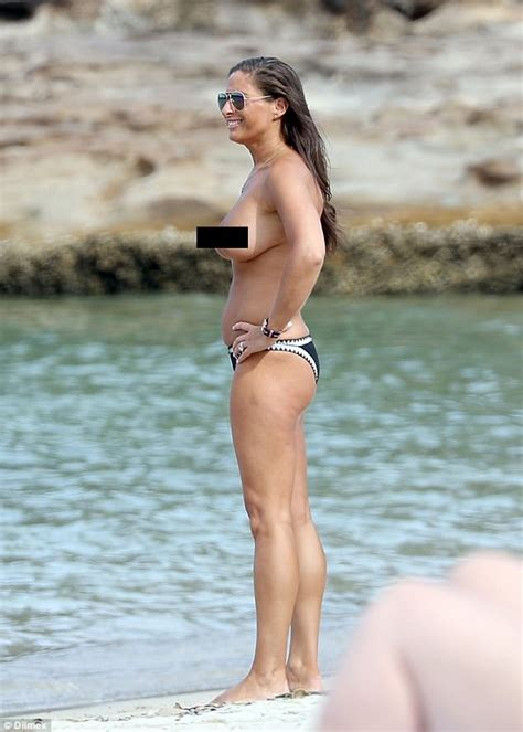 actress from long beach melissa thomas topless during visit to a sydney beach
