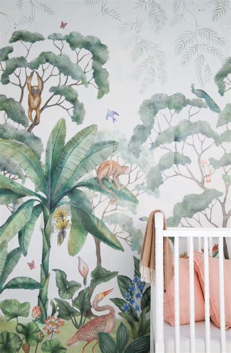 jungle behang en wit ledikant babykamer shopinstijl