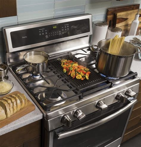 ge pgbzejss   freestanding gas range   sealed burners  cu ft capacity