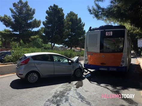 si鑒e auto carrefour incidente in via lanza di scalea auto contro un due feriti