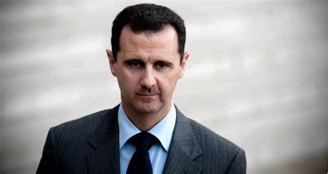 موت الرئيس في الحلم أو قتله تدل على ذهاب الهيبة و تدهور الأحوال. بشار الأسد يعفي رئيس الوزراء من منصبه بسبب الإحتجاجات