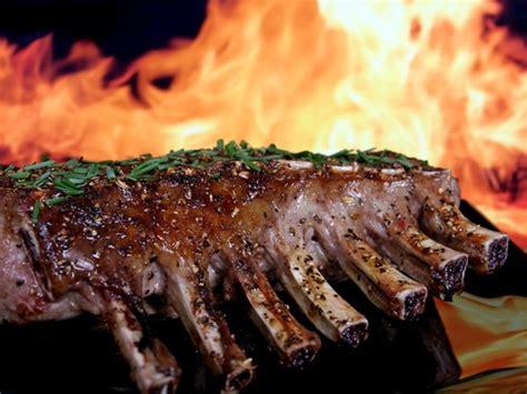 cuisiner du cerf recette de cerf du québec carré de cerf sauce au
