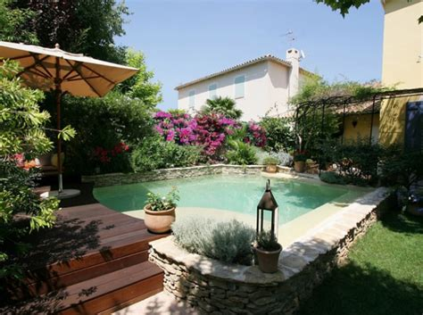 Decorating Ideas For Pool Area by 10 Tips To Decorate Your Pool Area 1001 Gardens