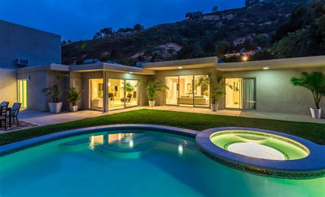 Spectacular Contemporary in Beverly Hill ? $3,000,000