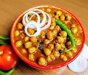 Chole Recipe (Punjabi Chana Masala) | VegeCravings
