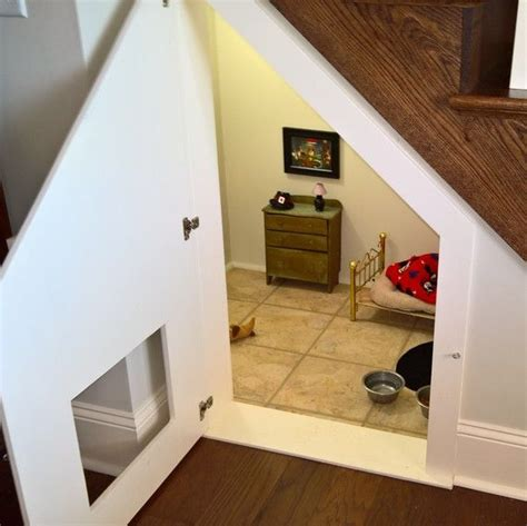 woman built  tiny room   stairs   dog room  stairs