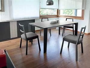 Stühle Mit Stoffbezug : torque stuhl domitalia aus holz gepolsterter sitz mit ~ Lateststills.com Haus und Dekorationen