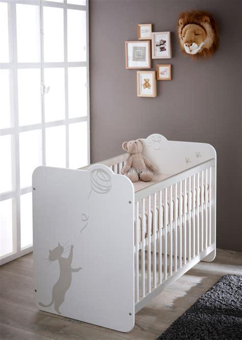 chambre bebe but lit bebe a barreaux blanc
