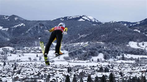 Schnell waren sie vorbei wie der sprung eines skispringers: Skispringen heute live im TV und im Live-Stream - Weltcup ...