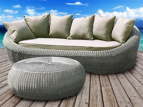 canape en resine tressee canapé 3 places pour table à café ronde en résine tressée